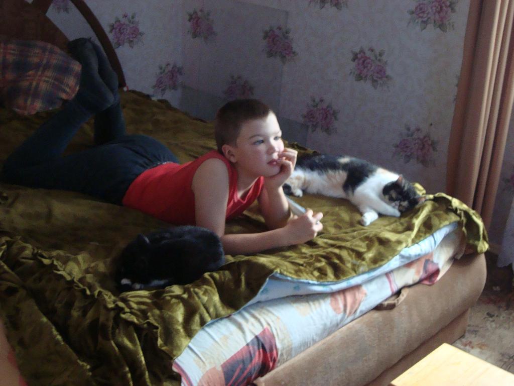 Ванька и две его подружки. Кошки и дети
