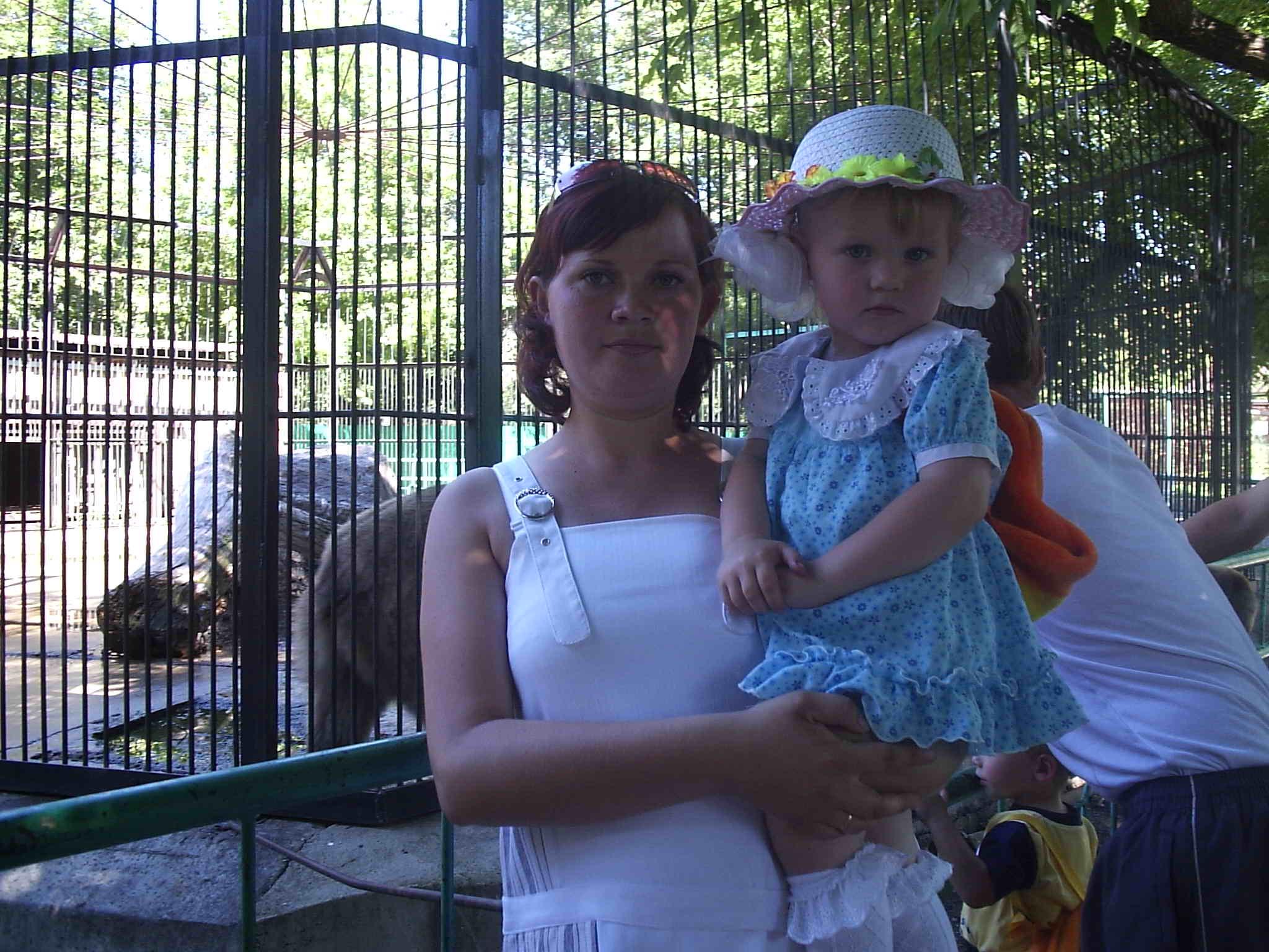 мы в зоопарке. Мадонна с младенцем