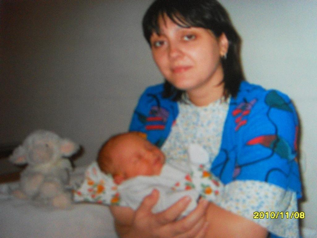 Первый день, первый сон у мамы на руках. Мадонна с младенцем