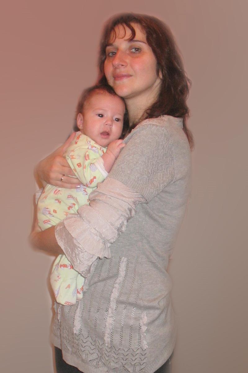 С дочкой!. Мадонна с младенцем