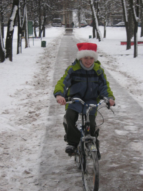 Предновогоднее. Дед Мороз тоже любит велик. Укрощение велосипеда