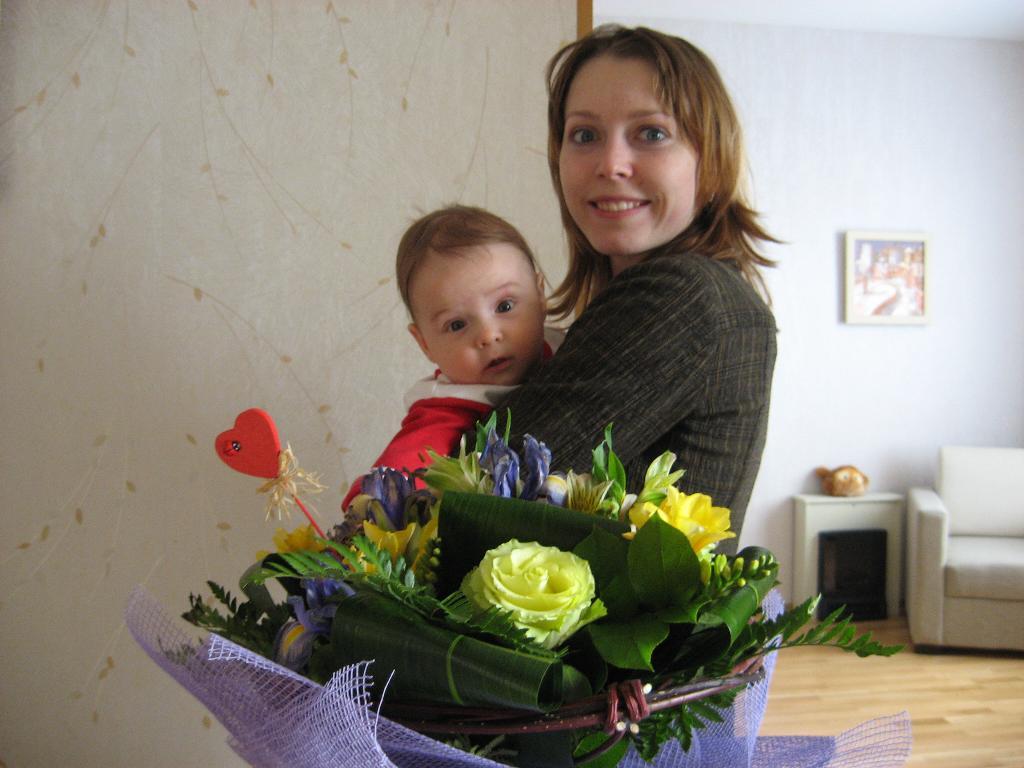 Цветы и дети, как они прекрасны!. Мадонна с младенцем