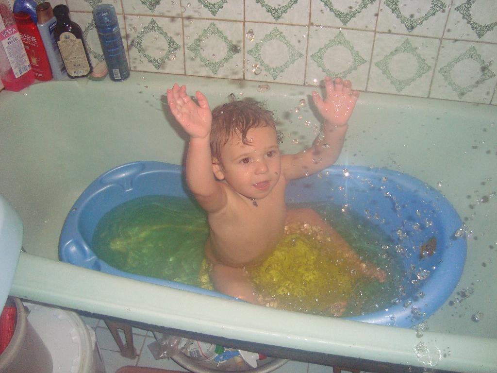 Буль-буль. Играем в ванной