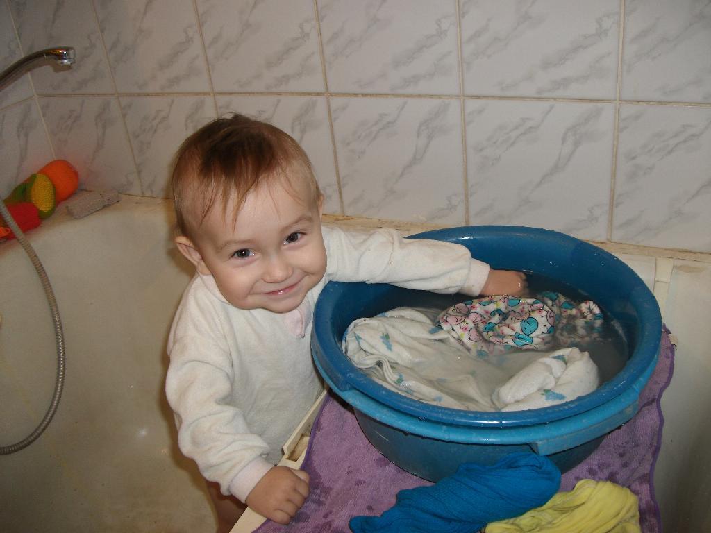 Кто играет, а я стираю!!!. Играем в ванной
