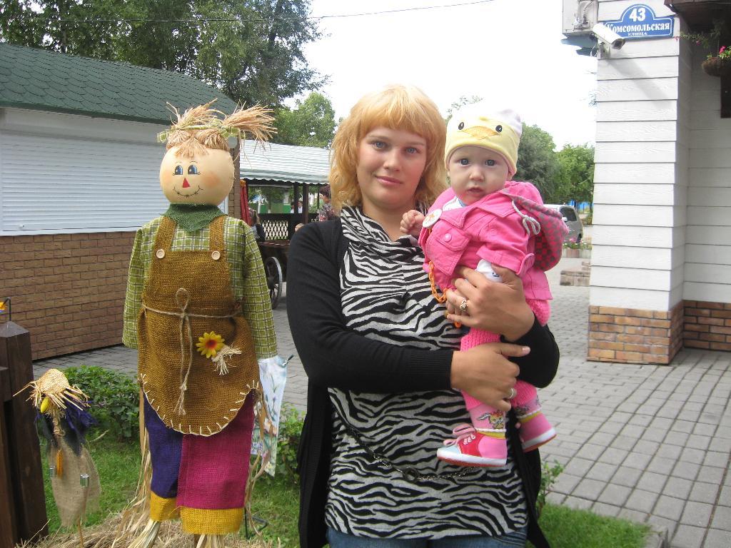С любимой дочкой Алиной. С мамой на прогулке