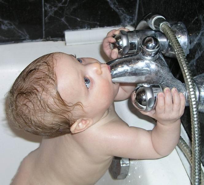 Лучший фильтр для воды-биологический). Играем в ванной