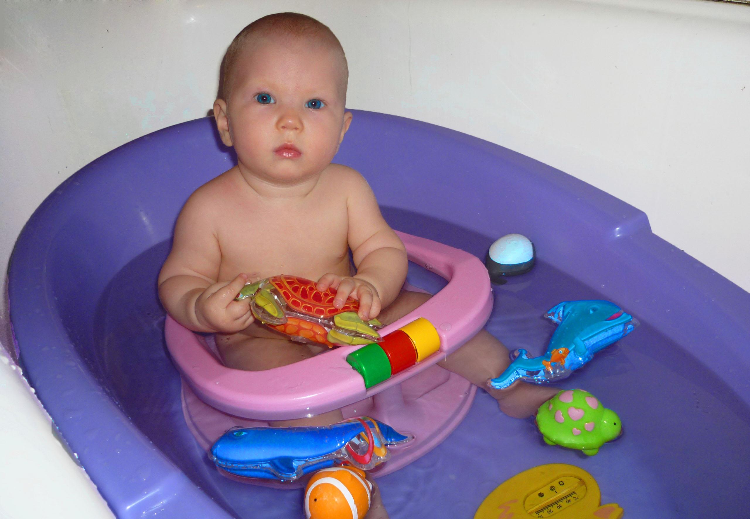 Наша радость. Играем в ванной
