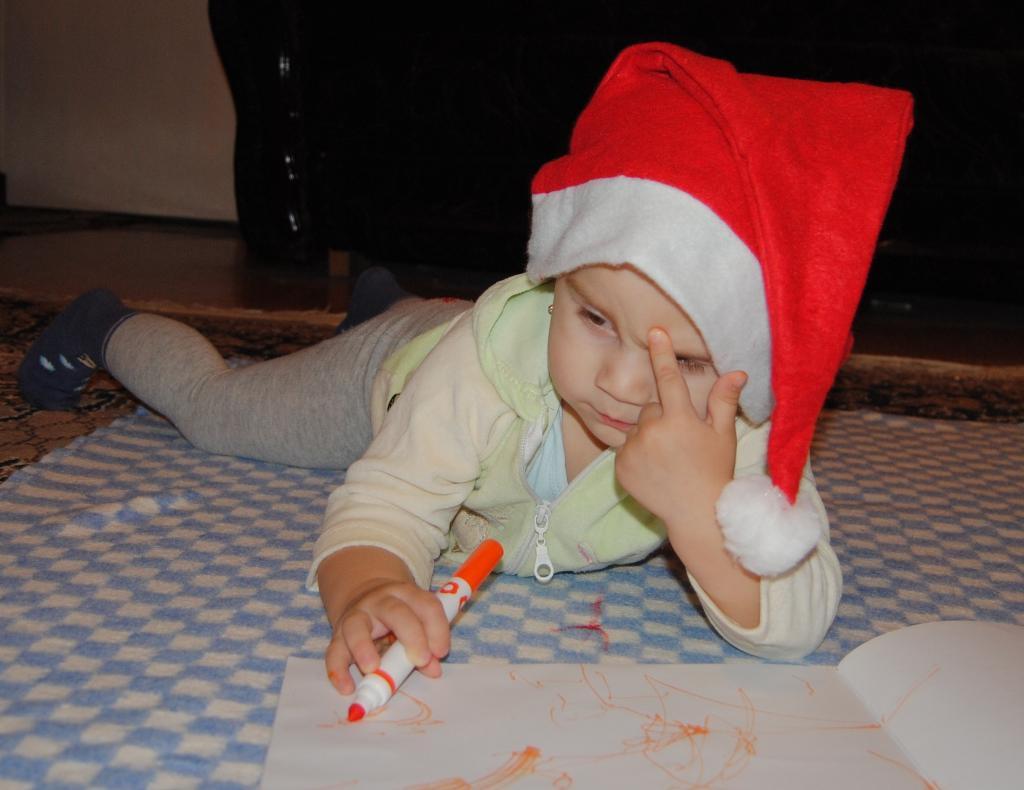 Сейчас придумаю что хочу в подарок...!. Пишу письмо Деду Морозу