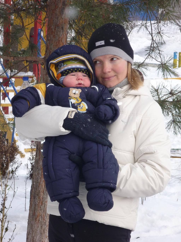 Вот они, какие, снежинки!. С мамой на прогулке