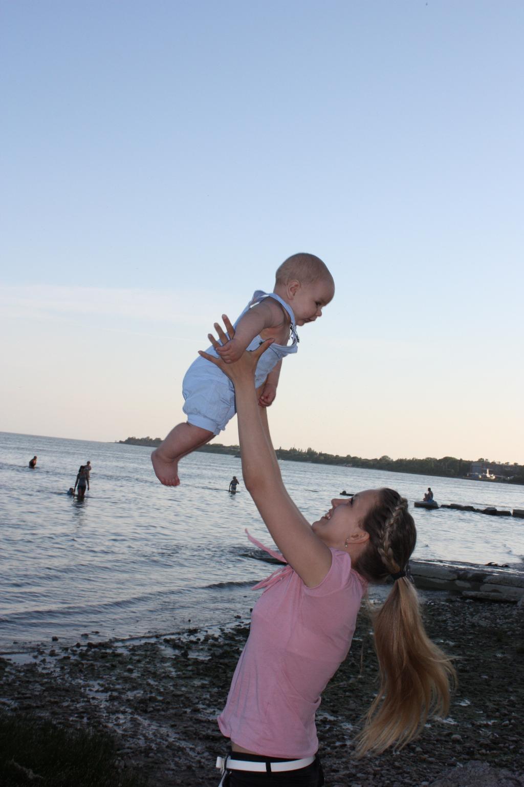 Полетаем с мамочкой. С мамой на прогулке
