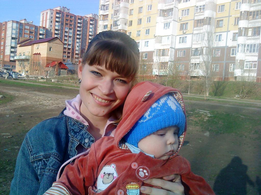 мой самый любимый человечек.... С мамой на прогулке
