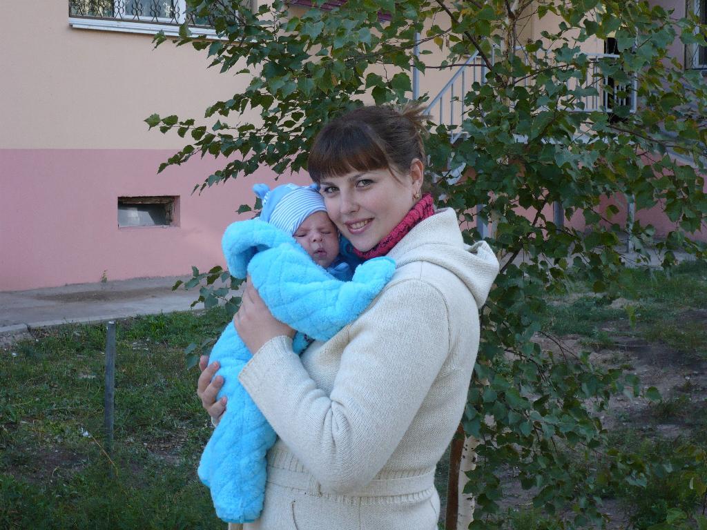Наша первая осенняя прогулка!. С мамой на прогулке