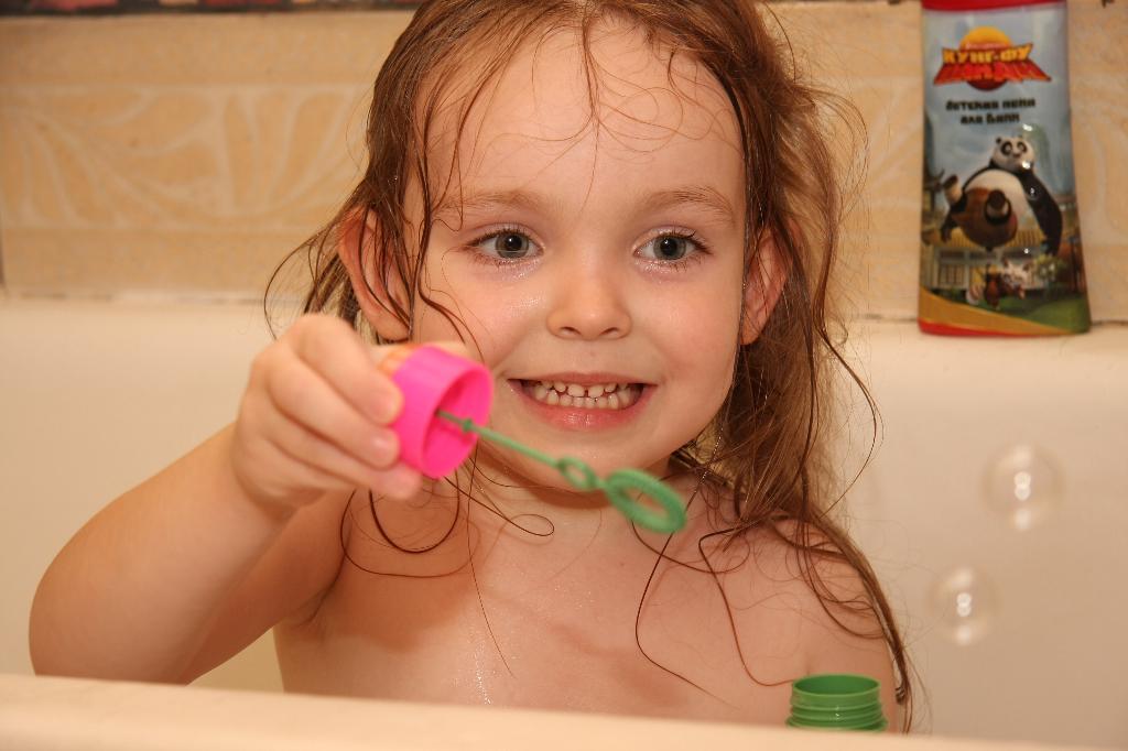 Раз пузырик,2 пузырик,3...... Играем в ванной