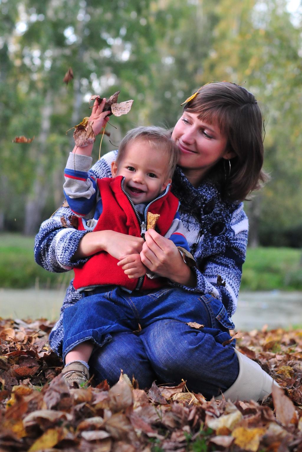 Танец осенних листьев. С мамой на прогулке
