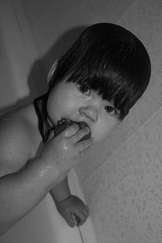 маленький француз. Играем в ванной
