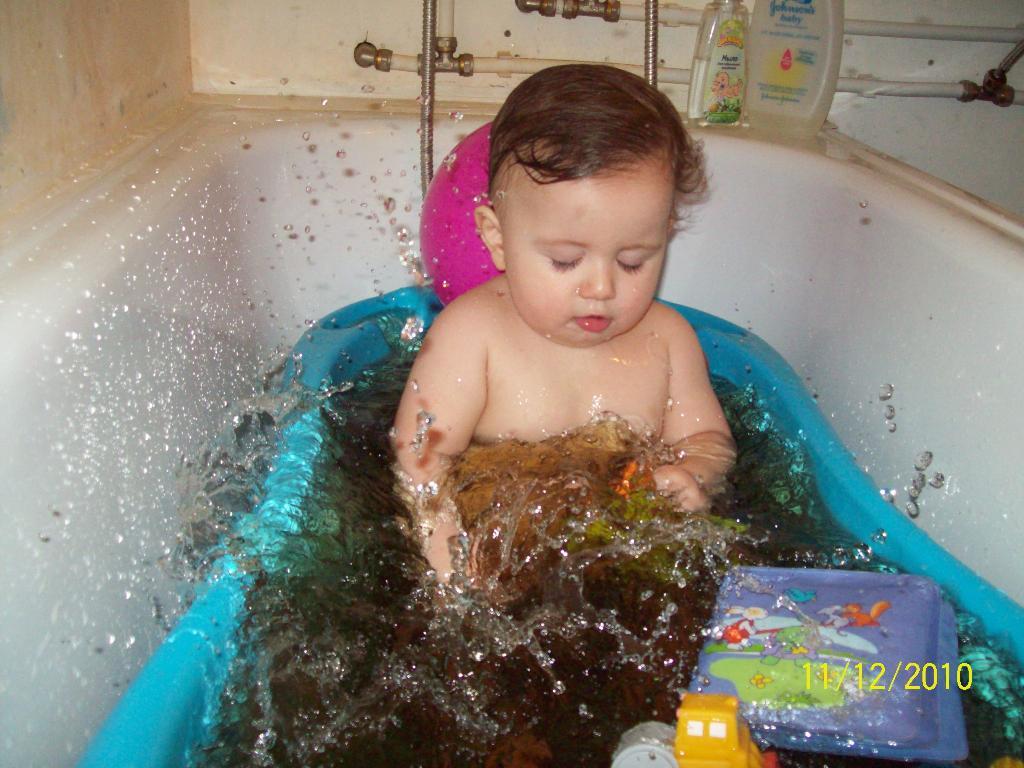 Нам море по колено..... Играем в ванной