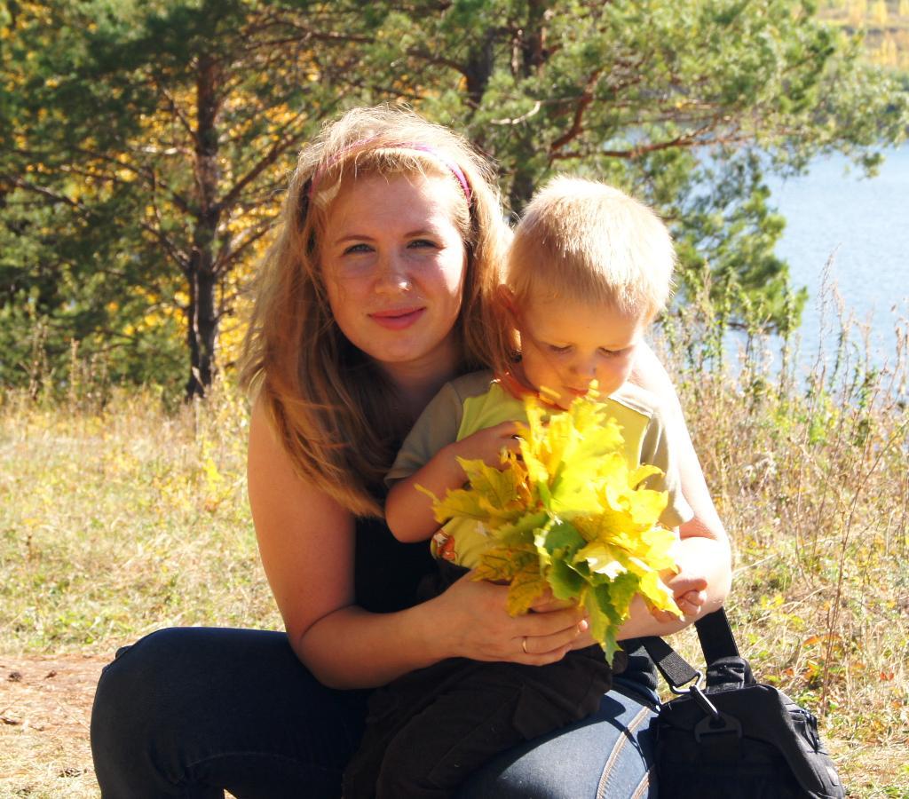 Осенняя прогулка. С мамой на прогулке