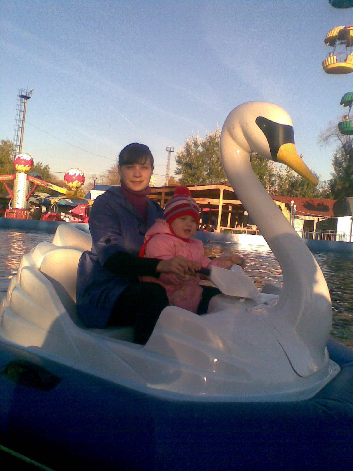 Гуси-лебеди)). С мамой на прогулке
