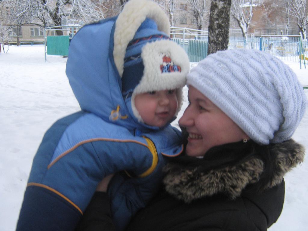 Зимнее веселье . С мамой на прогулке
