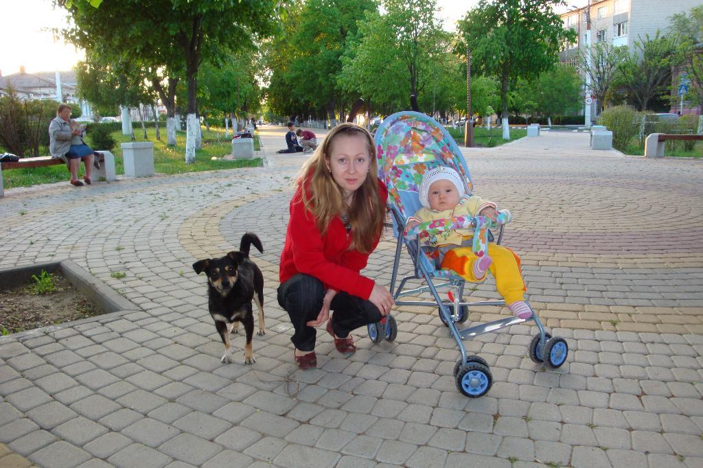 Вера , мама и Боцман. С мамой на прогулке