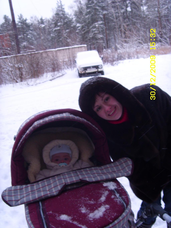 гуляем))))). С мамой на прогулке