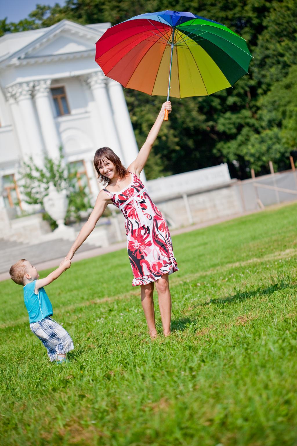 Мамочка, я тебя держу!!!. Закрытое голосование фотоконкурса 'С мамой на прогулке'