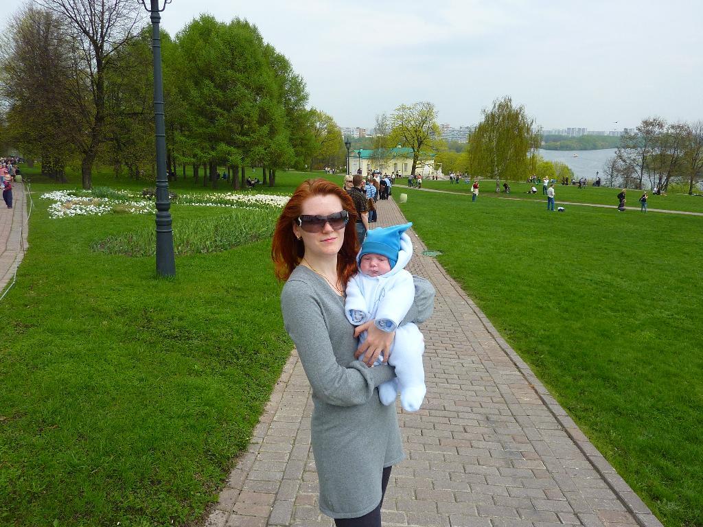 Прогулка в коломенском. С мамой на прогулке