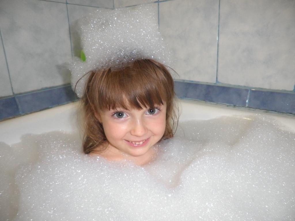 В ванной я люблю купаться:сверху пеной накрываться. Играем в ванной