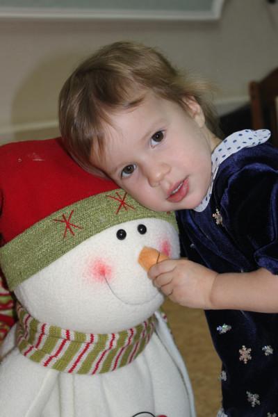 Милая снежиночка....первый праздник.... Новогодний карнавал