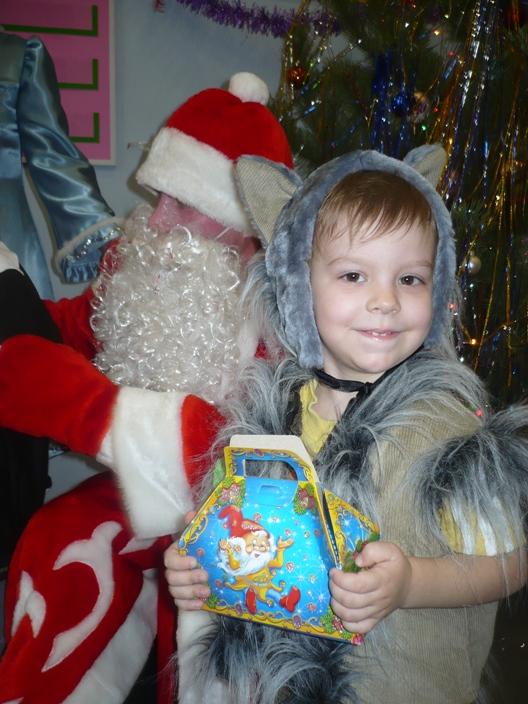 Волчок любит подарки. Новогодний карнавал