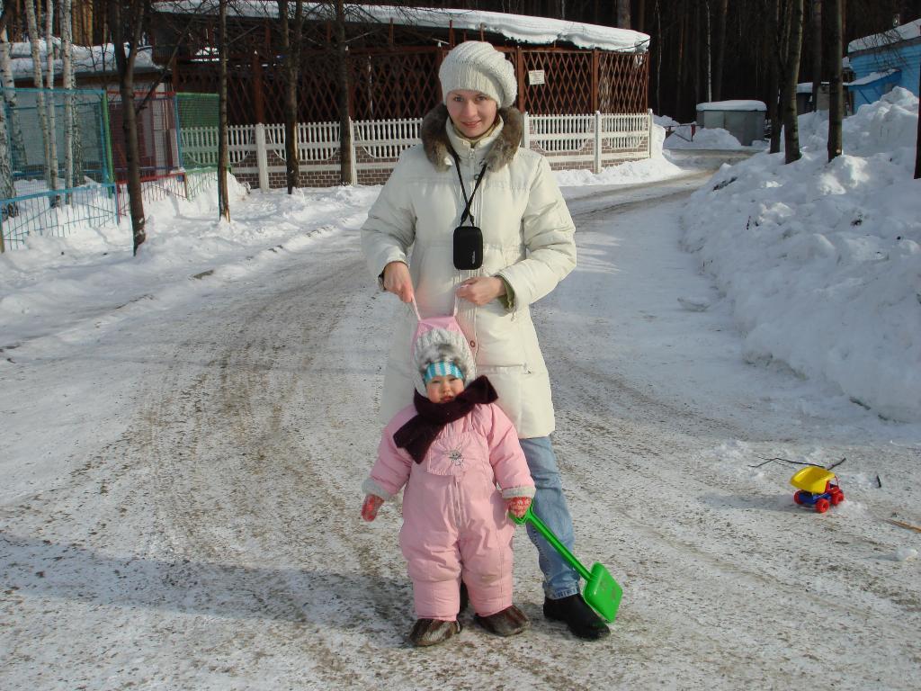 Мамочка с зайчиком. С мамой на прогулке