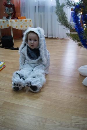 Мой зайчонок Илюша - 2 года...2010 год.. Новогодний карнавал