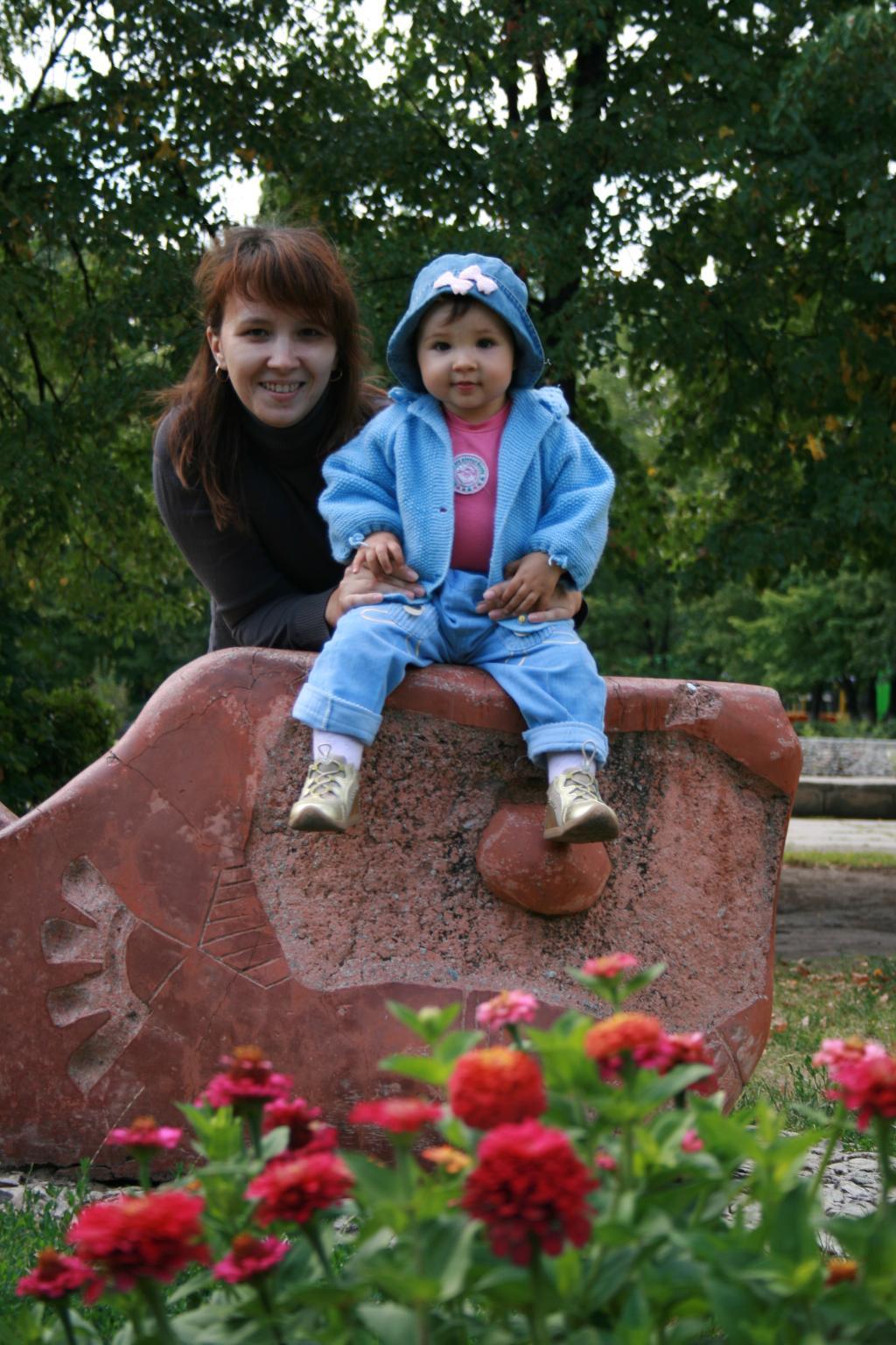 На прогулке в парке. С мамой на прогулке