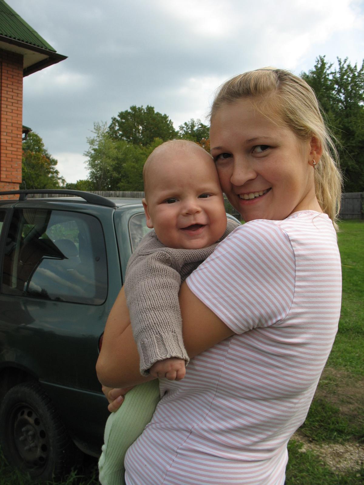 Мое первое лето на даче.... С мамой на прогулке