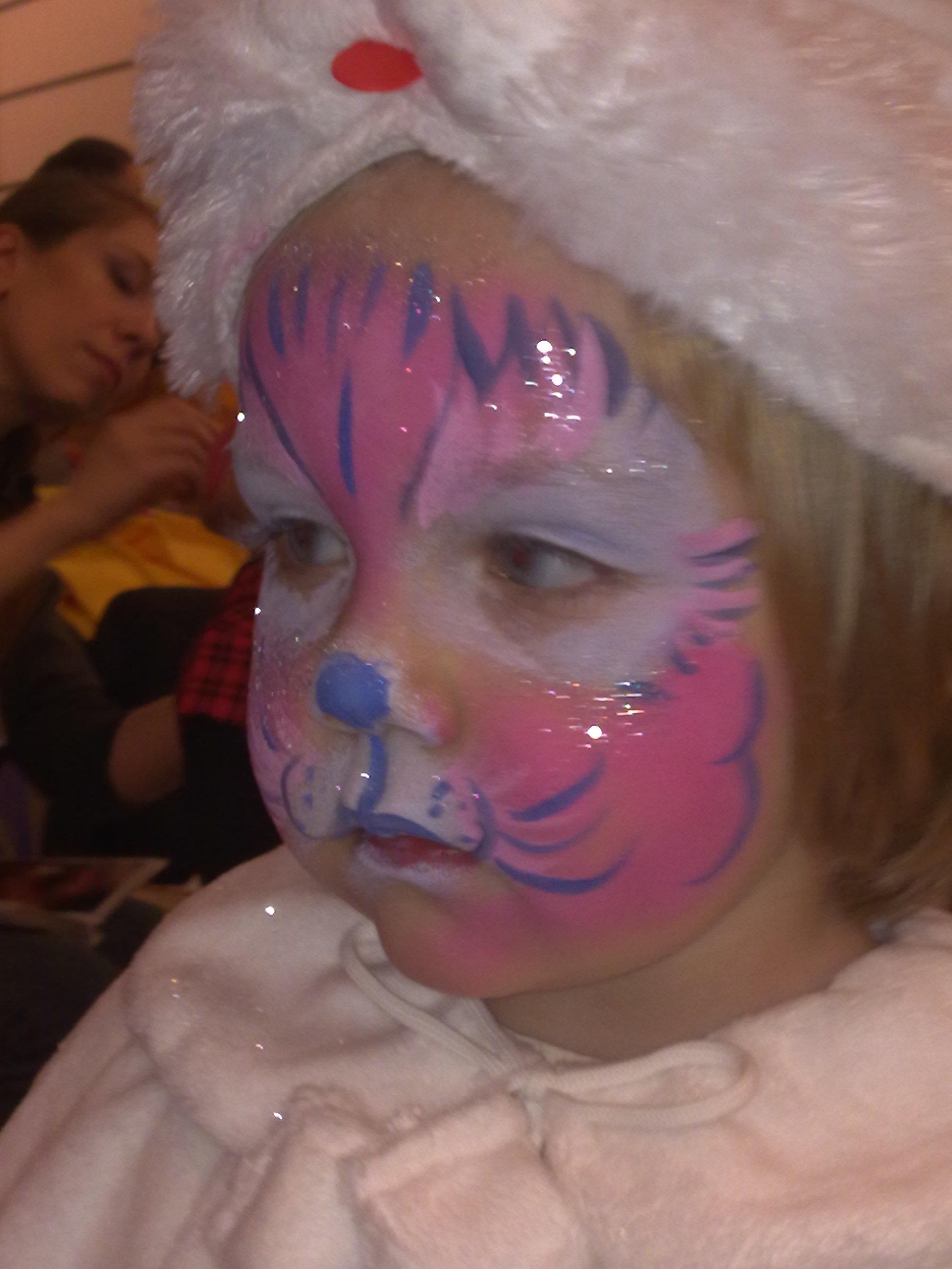 Я маленький белый котенок. Мур-мяу. Новогодний карнавал