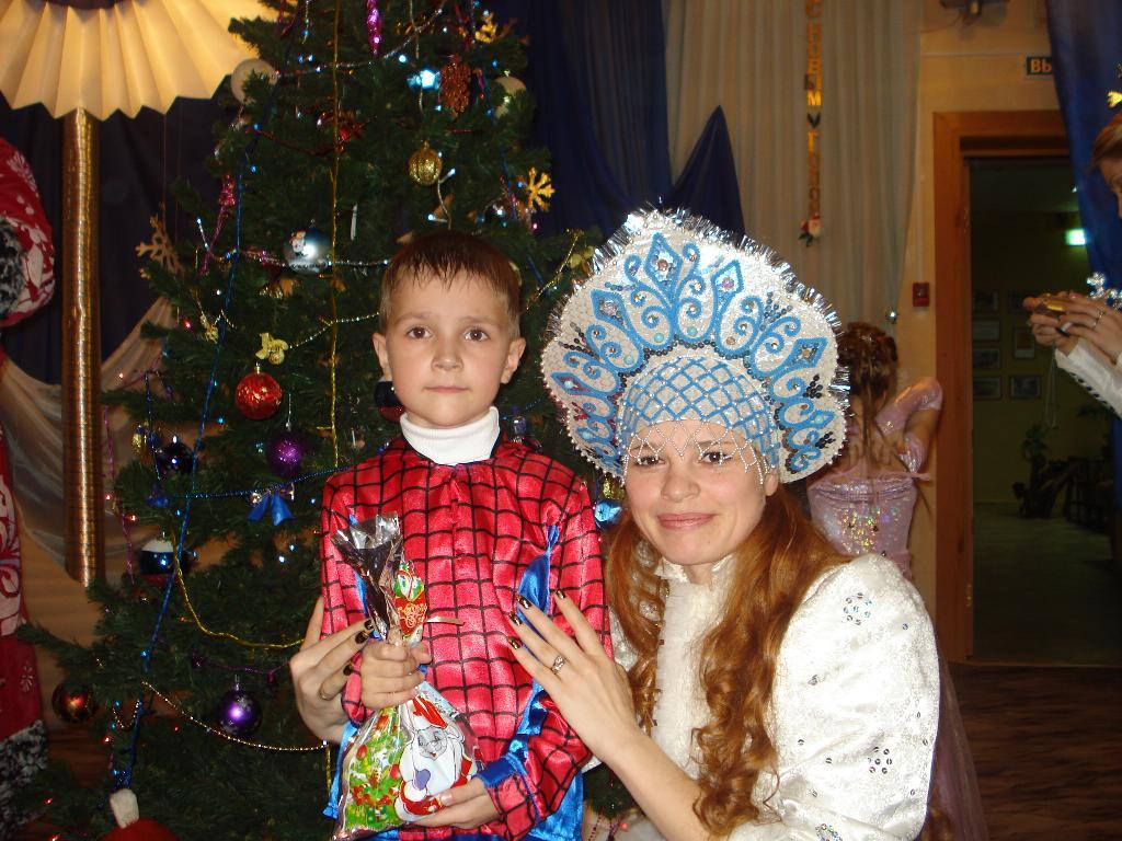 Новогодний утренник 'человек-паук и снегурочка'. Новогодний карнавал