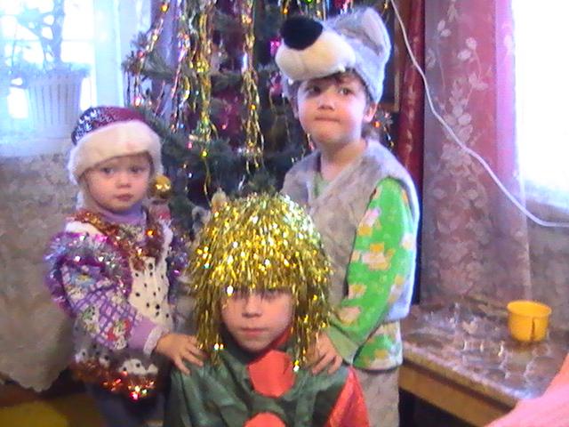 Лизочка-гномик, Никита-клоун, Вова-волк.. Новогодний карнавал