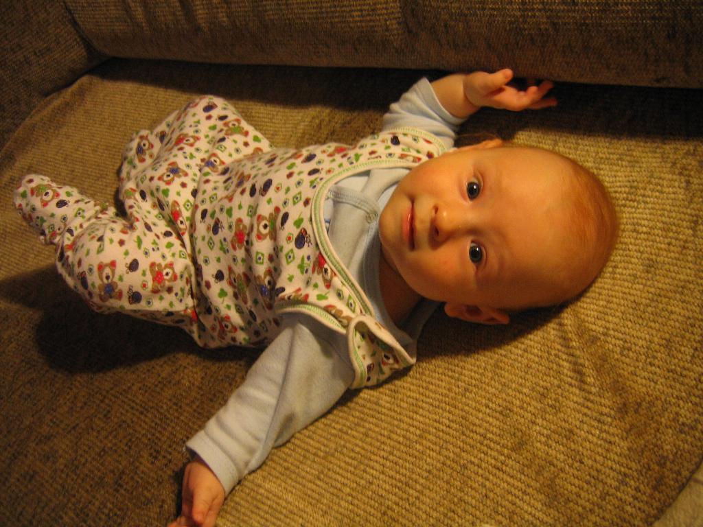 Я под лампочкой лежу и на мамочку гляжу:0). Малыш на обложку