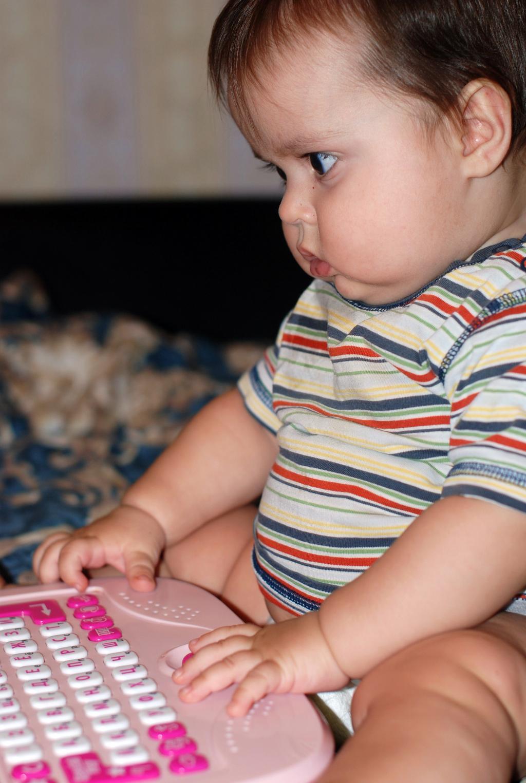 Алёшка Синюк, 9 месяцев, г. Москва. Пишу письмо Деду Морозу