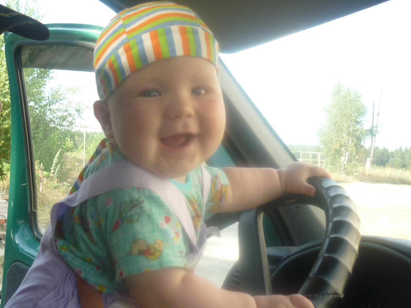 Я люблю водить машину)))))). Малыш на обложку