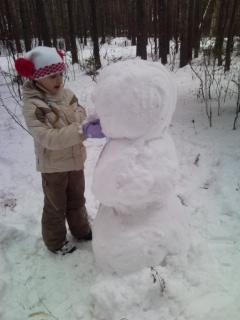 Снеговичок.....скоро будет готов)). Снежные забавы