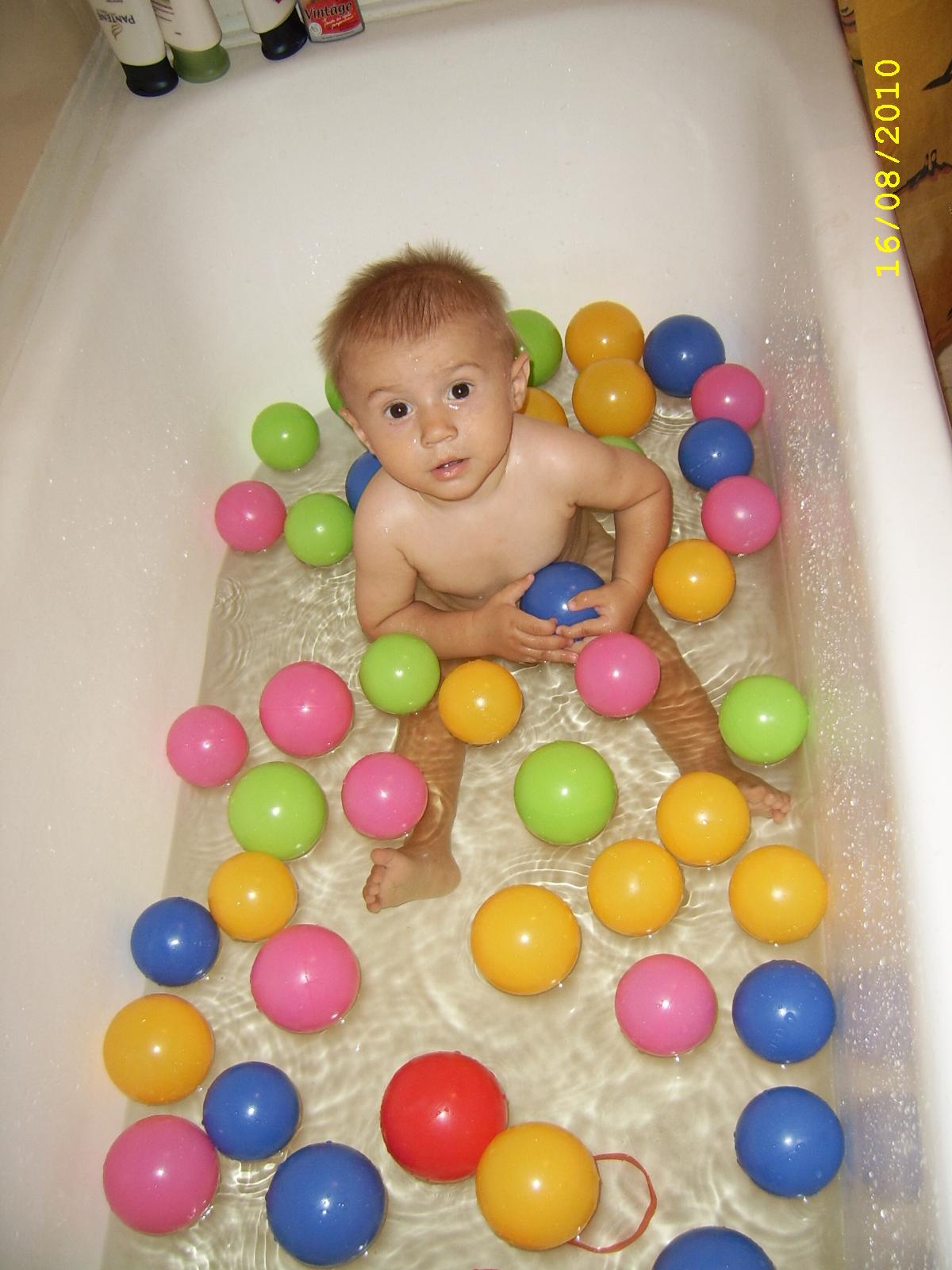 Вот как мы купаемся!!!. Играем в ванной
