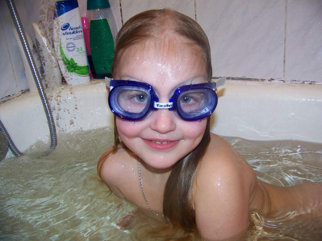 исследователь морского дна. Играем в ванной