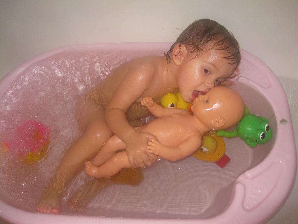 ОТГАДАЙТЕ ГДЕ Я????!!!!!!. Играем в ванной
