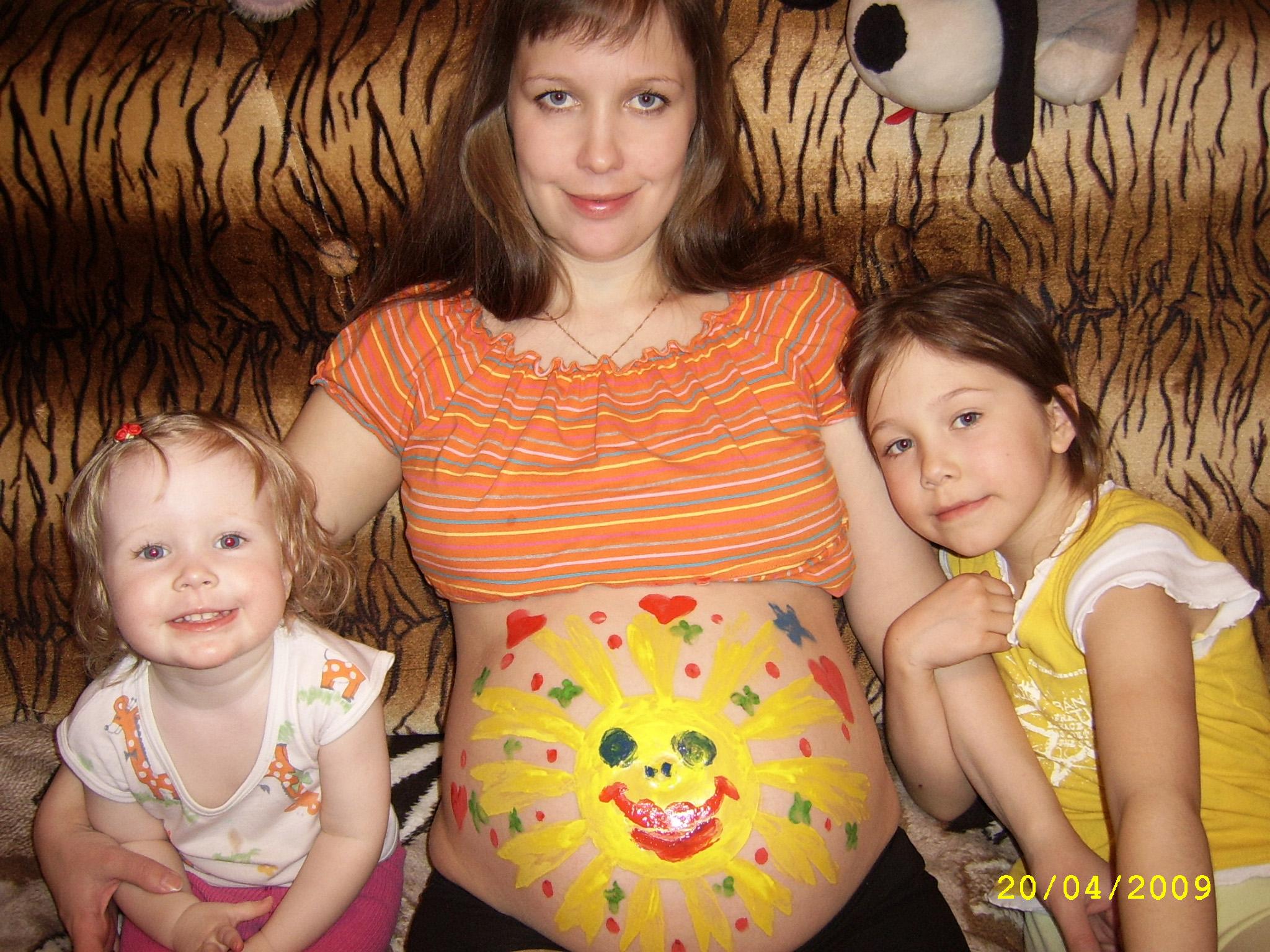 Старшие сестренки нарисовали братишку-солнычишку!!. Закрытое голосование фотоконкурса 'Рисунок на животе'