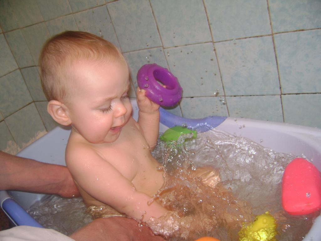 Море волнуется раз.... Играем в ванной