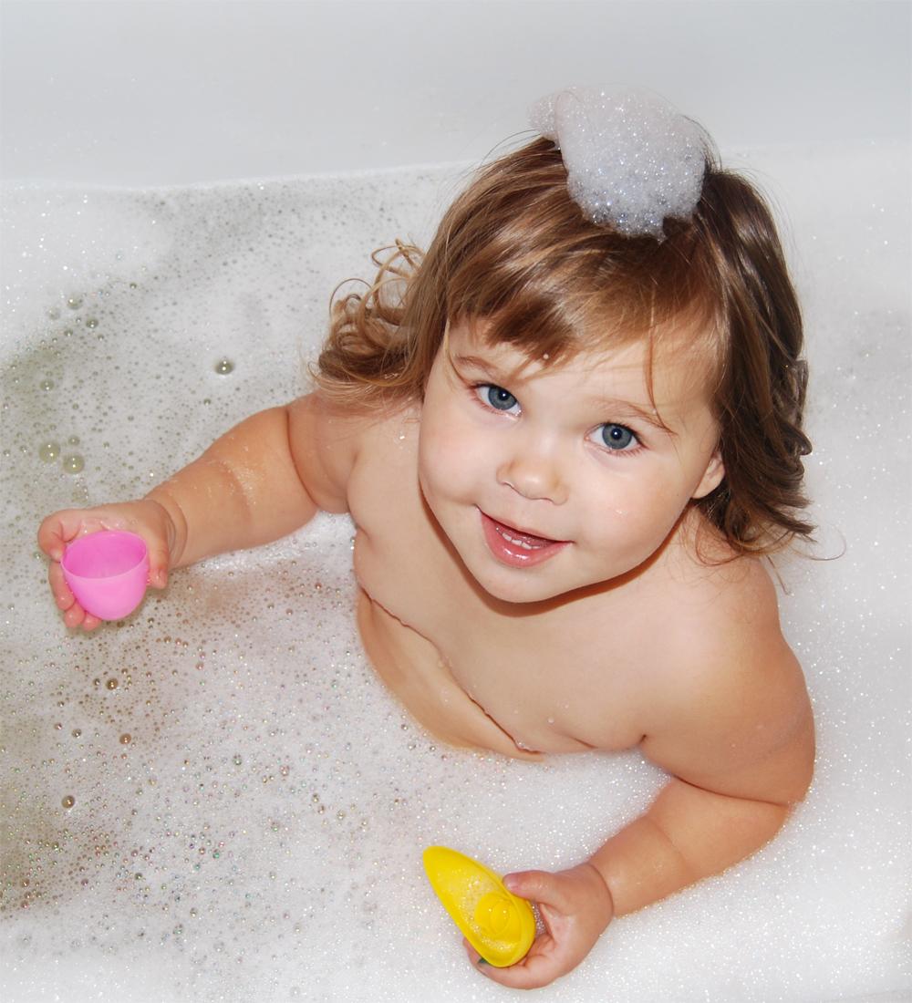 'пенная' принцесса.... Играем в ванной