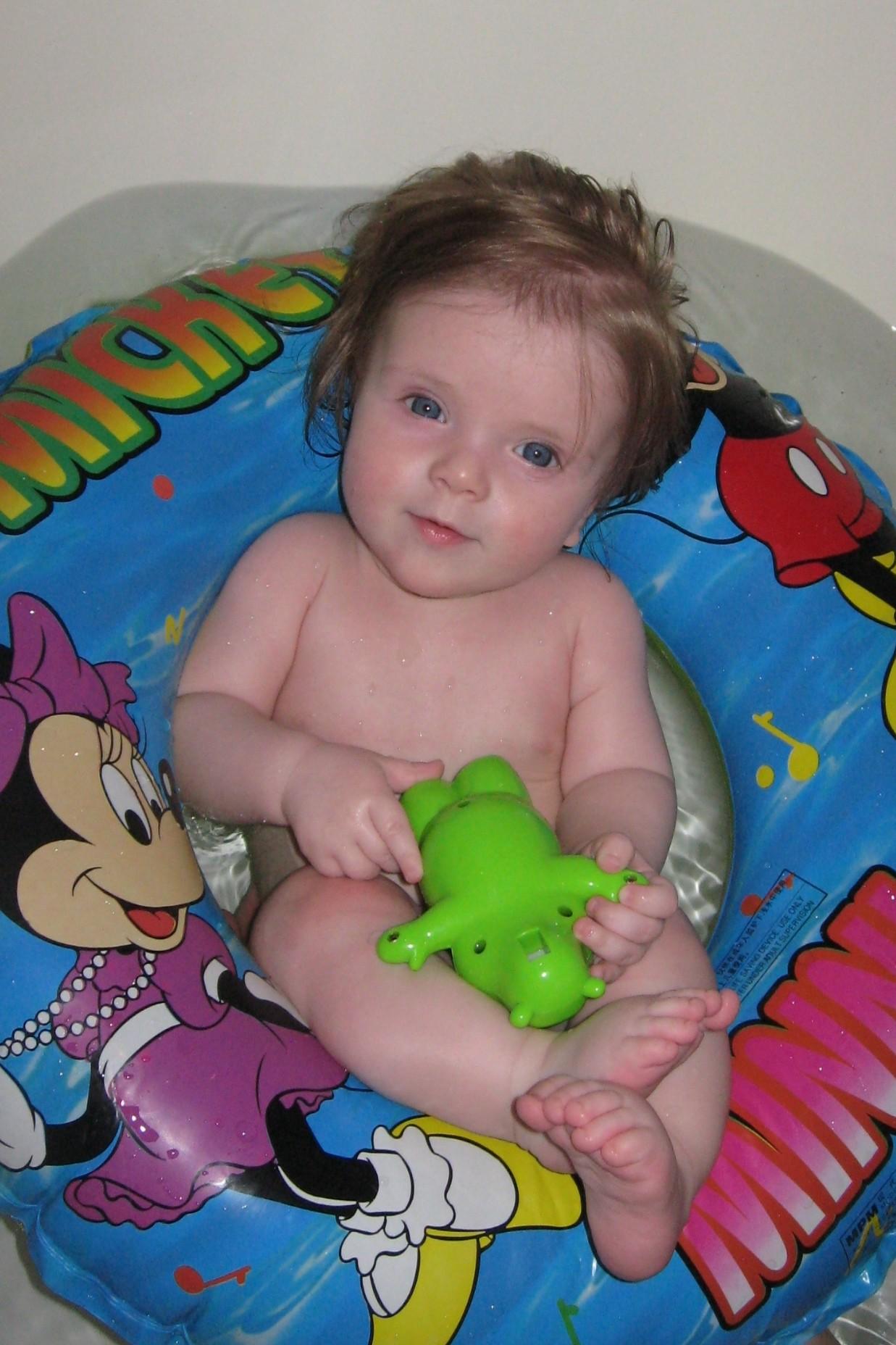 Мой заплыв в ванной. Играем в ванной