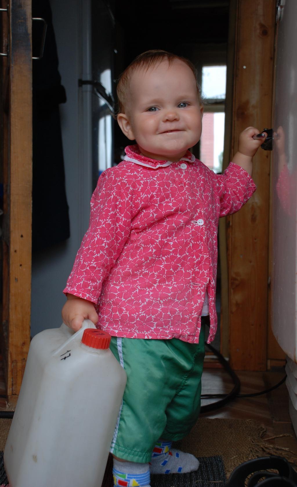 Маленький дачник. Закрытое голосование фотоконкурса 'Маленькие помощники'