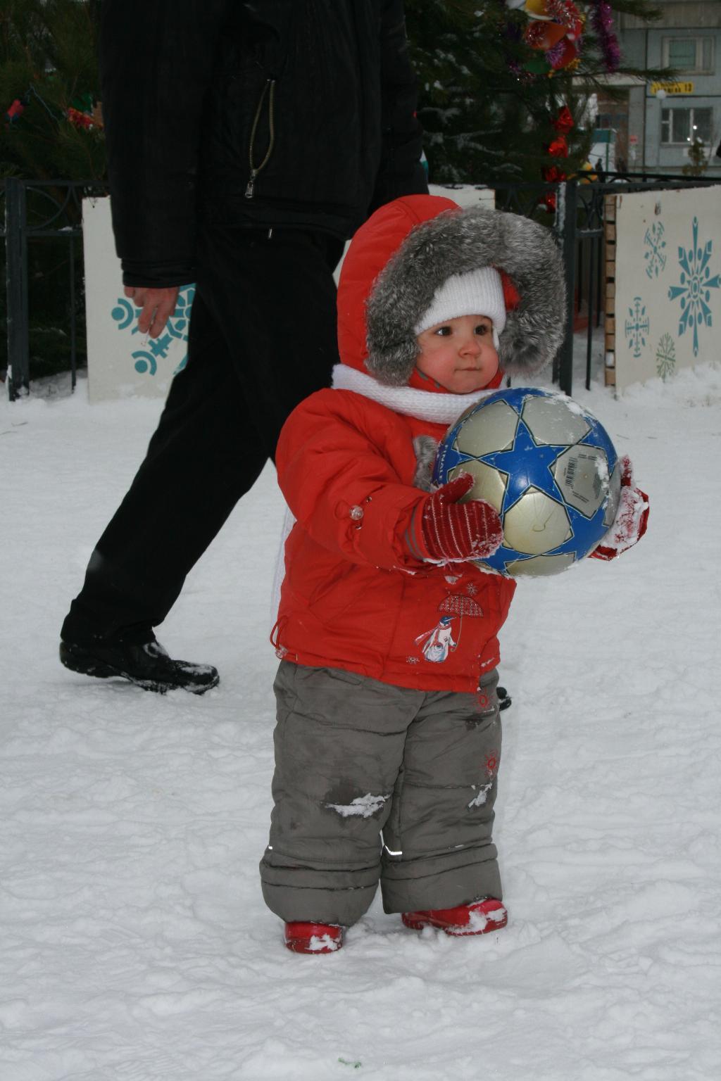 Кто сказал, что футбол не зимний вид спорта?. Буду футболистом!